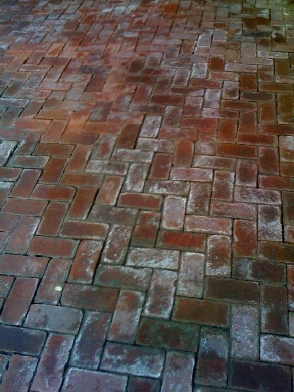 Patio brick cleaning before and after brick by brick for Patio cleaning solution